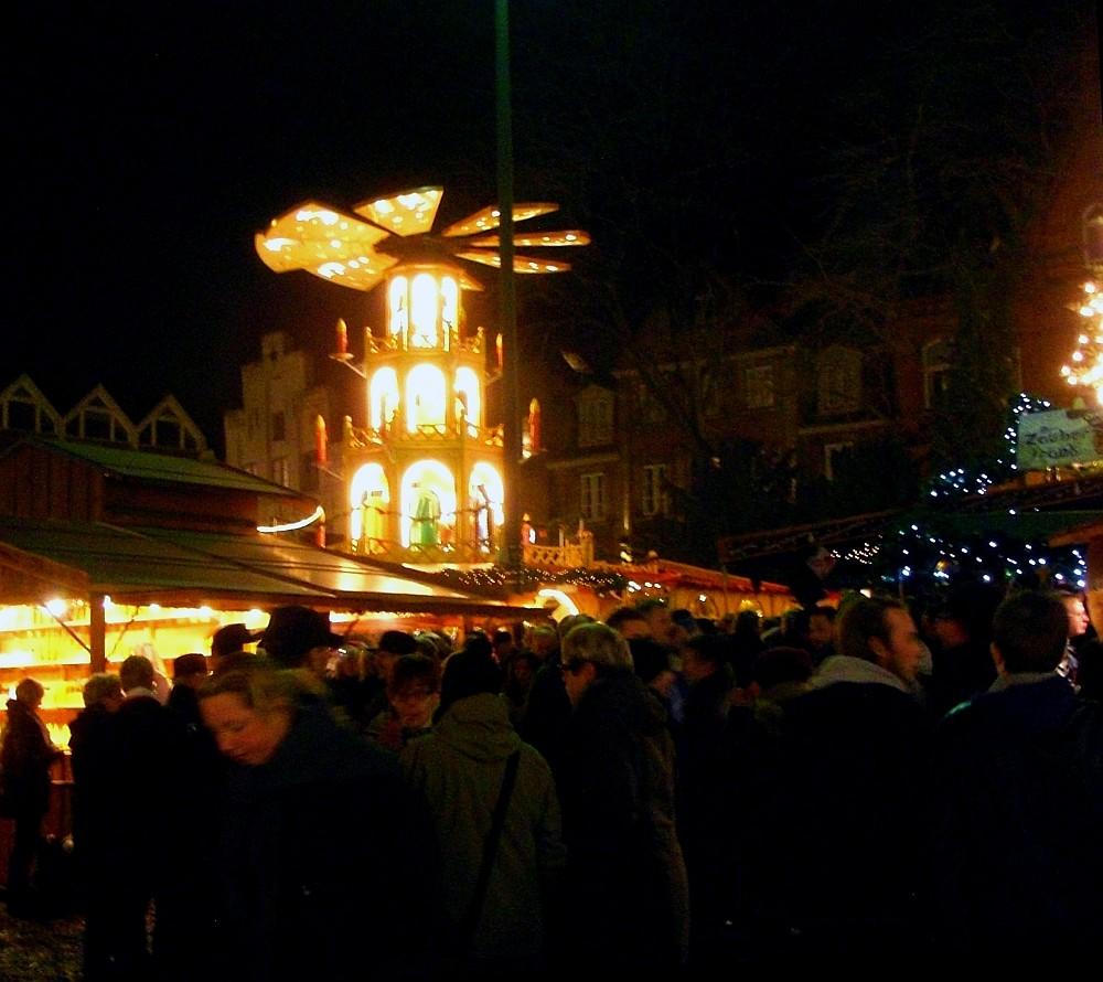Weihnachtsmarkt Flensburg Weihnachtspyramide - (c) spinagel.de