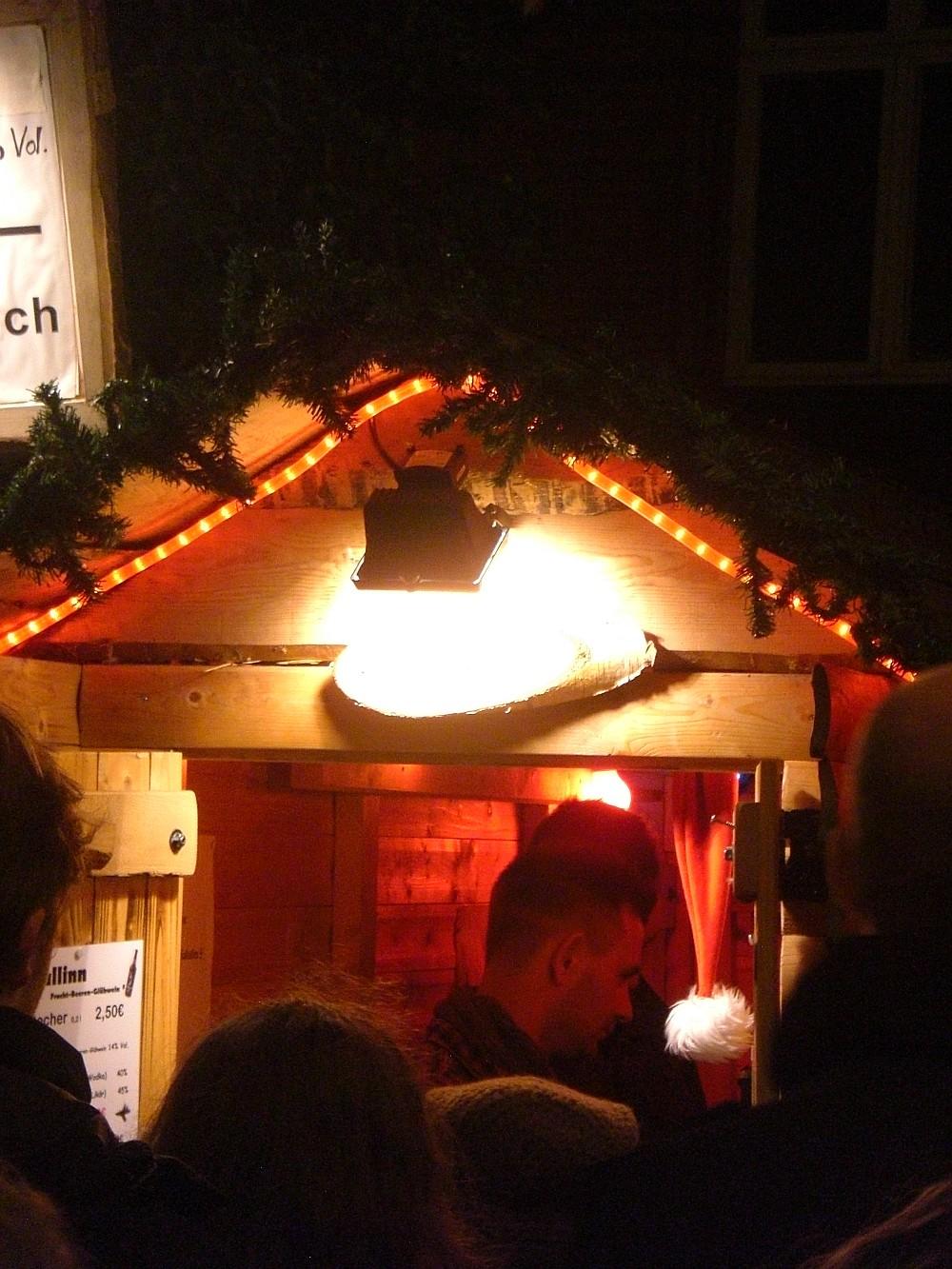 Weihnachtsmarkt Flensburg kleinster Tresen der Welt - (c) spinagel.de