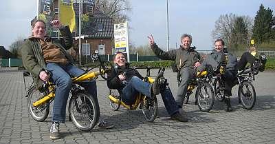 Gruppenfoto mit Liegerädern (c) spinagel.de