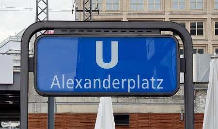 Berlin_Schild_Bahnhof_Alexanderplatz (c) Wladyslaw Sojka