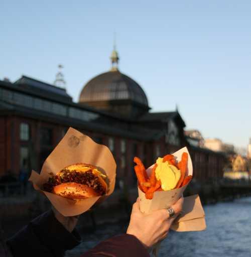 Streetfood Thursday vegane Burger und suesskartoffel pommes Hamburg (c) spinagel.de